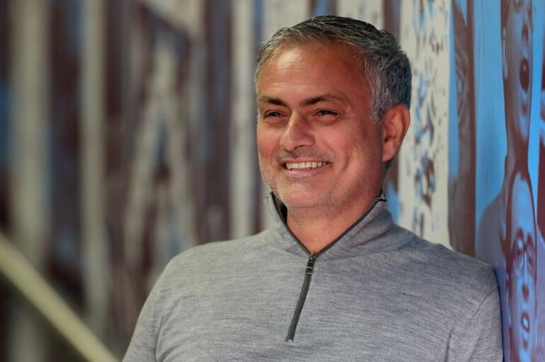 Jose Mourinhodan Fenerbahçenin gündemindeki Mesut Özile cevap